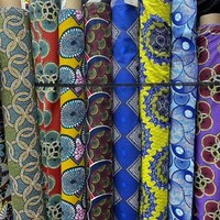 Question imprimé, le wax est le motif le plus stylé et coloré, qui donne du peps à la moindre tenue. Imprimés Wax pour ses cotons en laize 145 à 6,99€